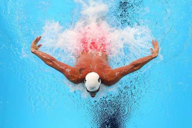 Пловец в бассейне