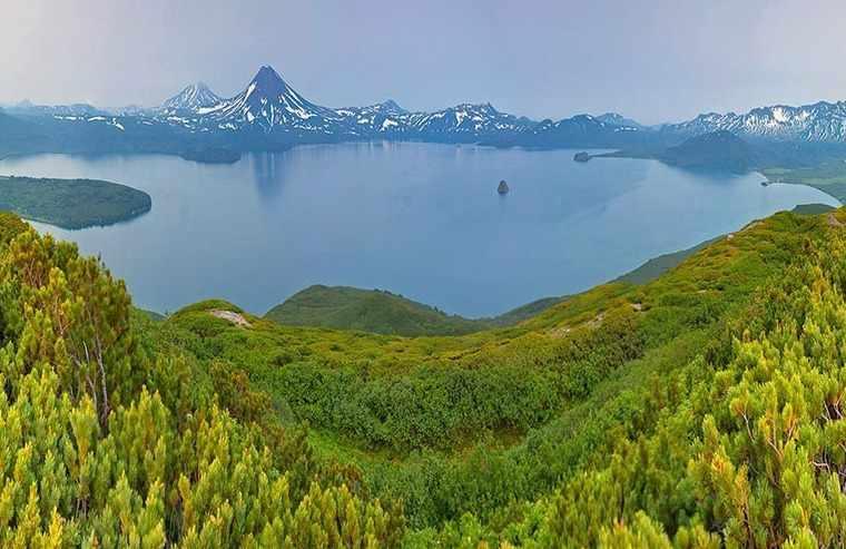 Озера: сточные и бессточные, пресные и соленые.