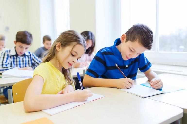 Школьники пишут сочинение