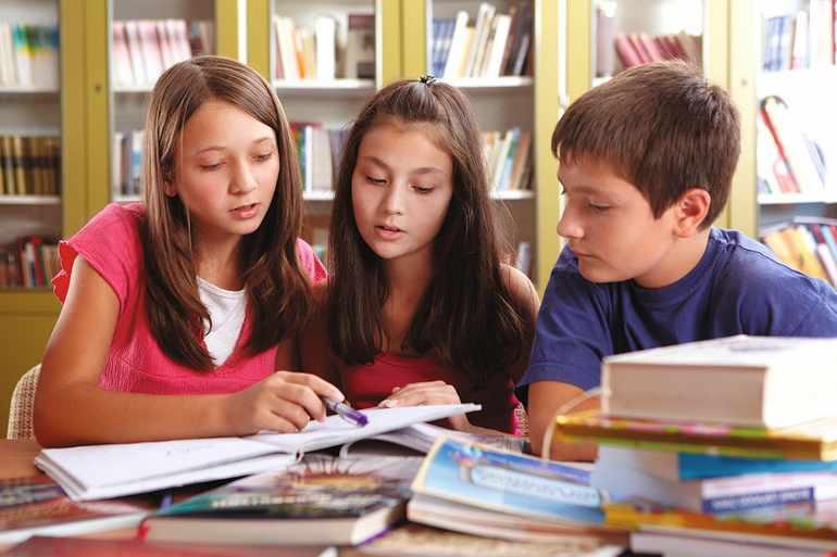 Ученики читают произведение Чехова «Черный монах»