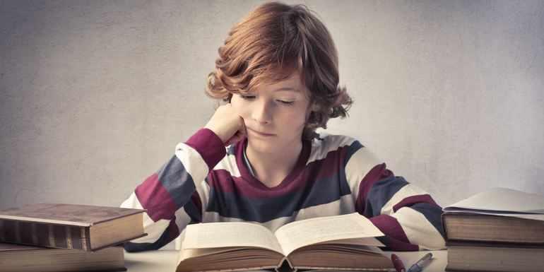 Читает сказку «Дурак»