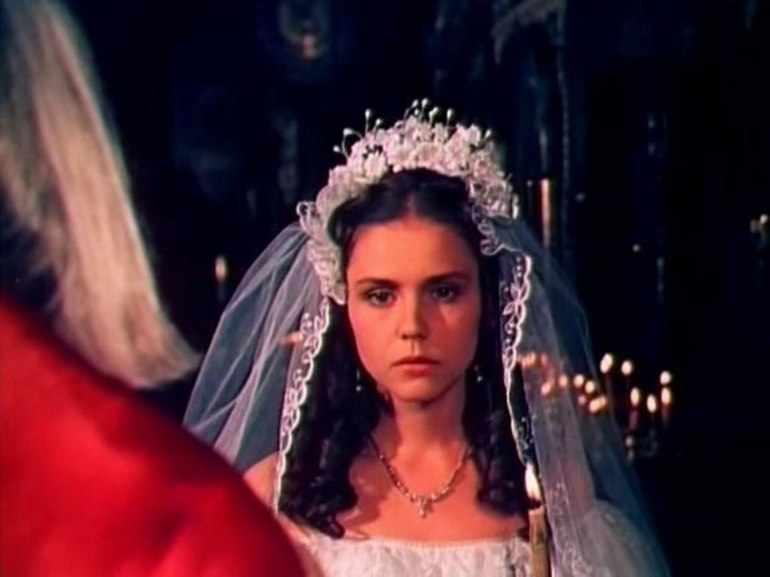 Маша покорно соглашается на нежеланный брак