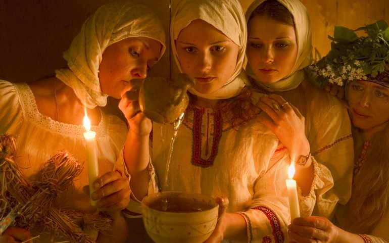 Девушки всегда гадали на Руси разными способами
