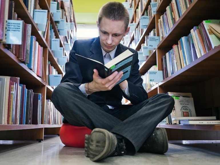 Читает книгу «Прозаседавшиеся»