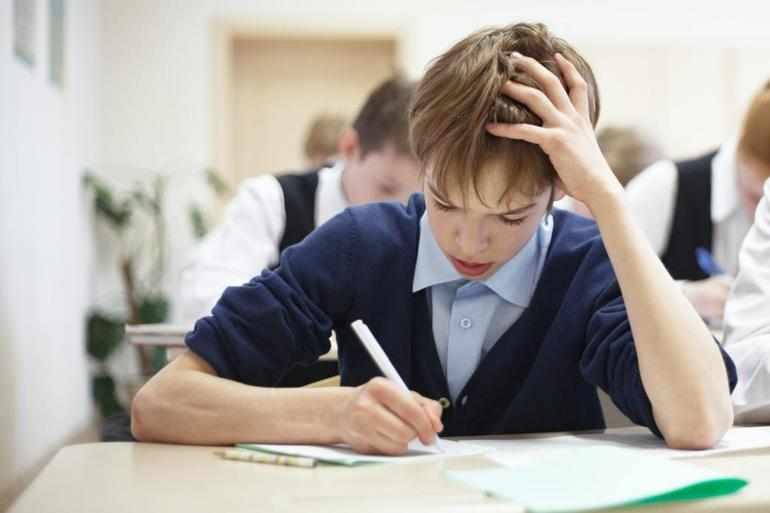 Ученики пишут склонение числительных