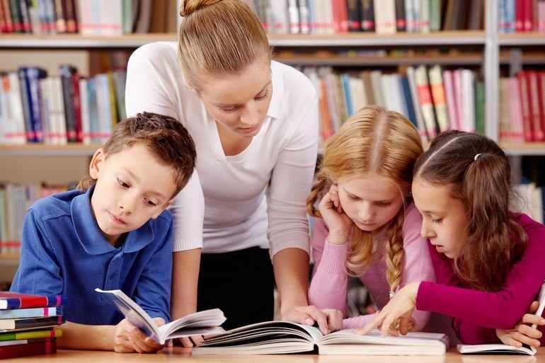Ученики анализируют текст