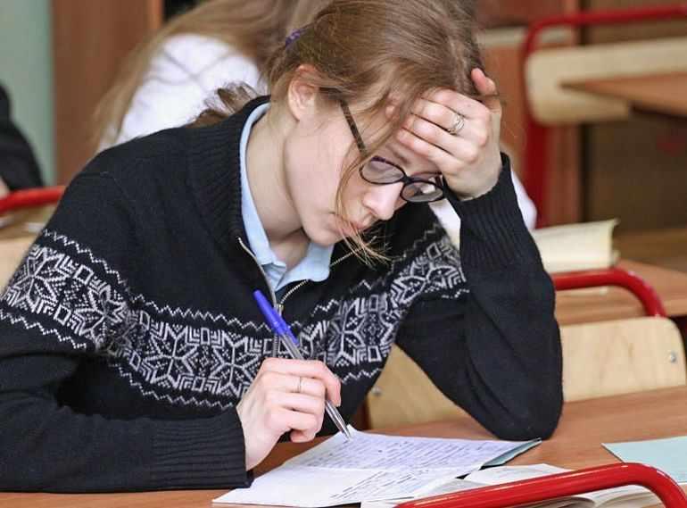 Ученики пишут сочинение