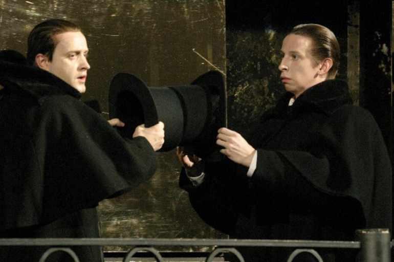 Яков догоняет Голядкина-младшего