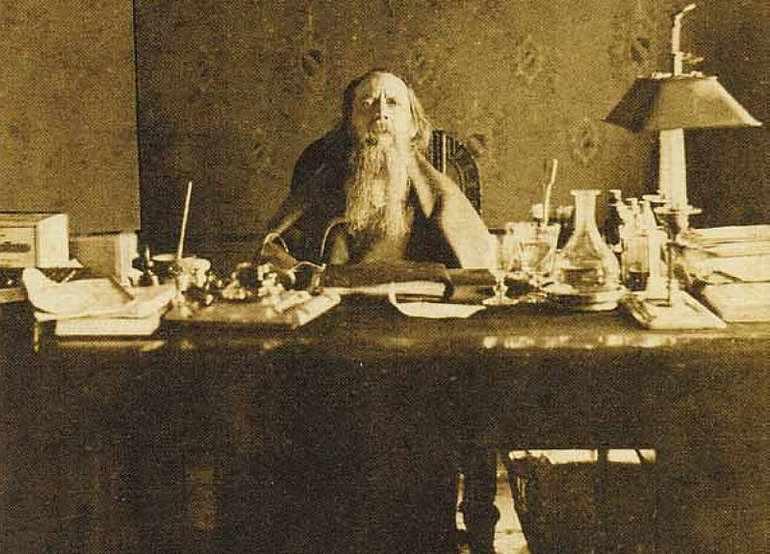 Салтыков-Щедрин пишет сказку «Богатырь»