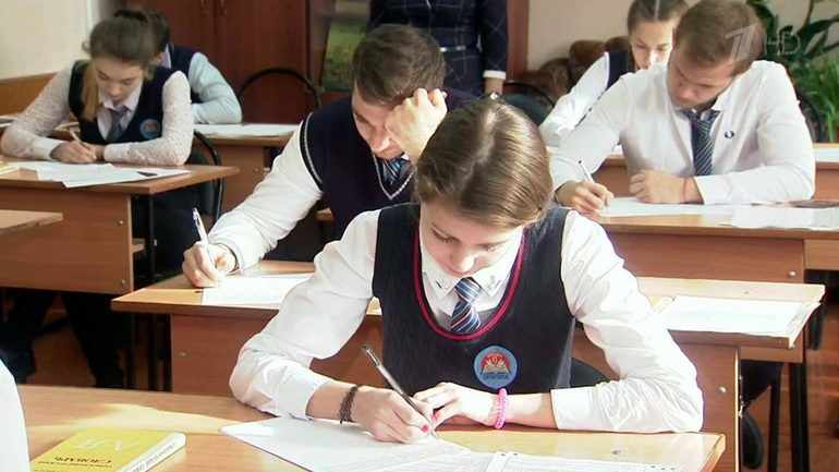 Ученики пишут сочинение по картине «Утренний натюрморт»